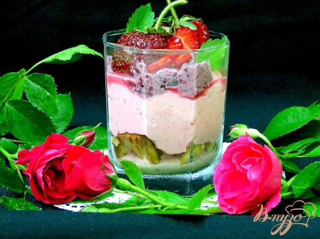 фото рецепта: Десерт с клубникой и творогом.