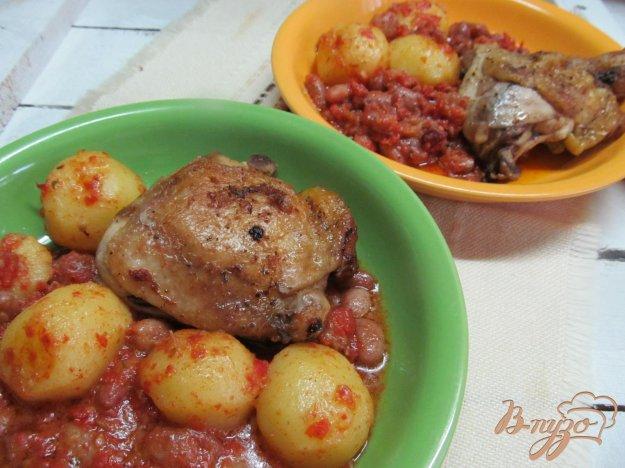 фото рецепта: Куриные бедра с фасолью в мультиварке