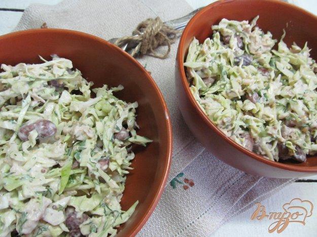 фото рецепта: Салат из молодой капусты с фасолью и курицей