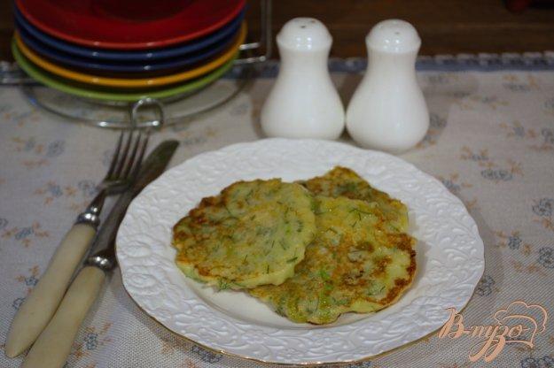 фото рецепта: Кабустные оладьи на кефире с чесноком