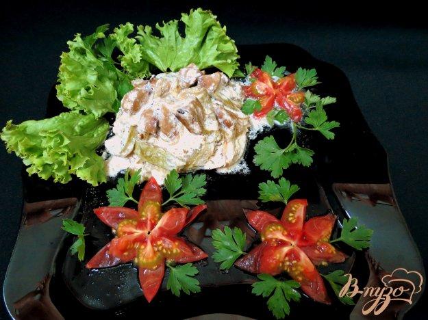 фото рецепта: Бычьи яйца со сметаной и кабачком.