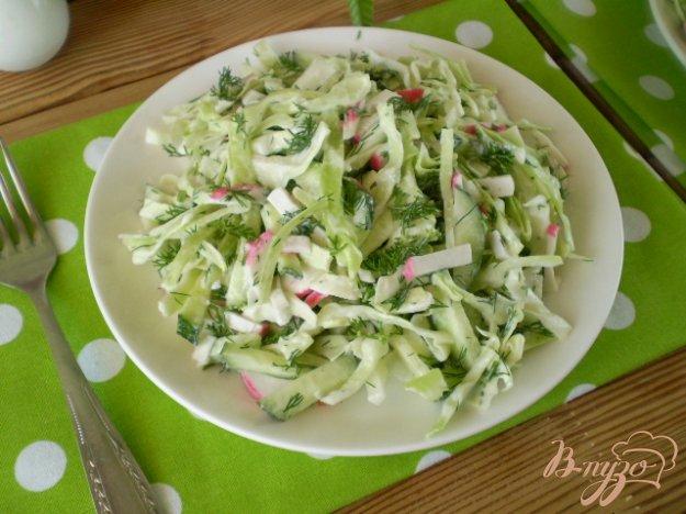 фото рецепта: Салат из капусты и крабовых палочек