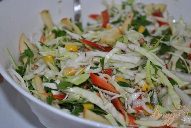 фото рецепта: Салат с капустой и яблоком