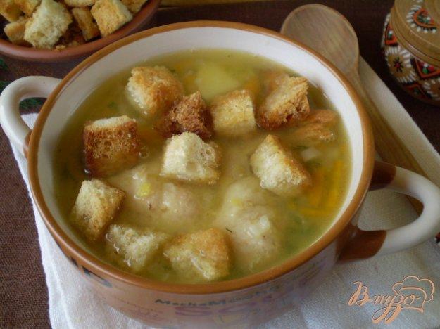 фото рецепта: Суп гороховый с белыми сухариками