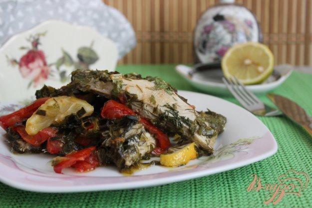фото рецепта: Камбала, тушенная с зеленью и лимоном