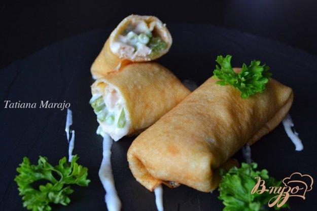 фото рецепта: Блины с копченой курицей и фасолью