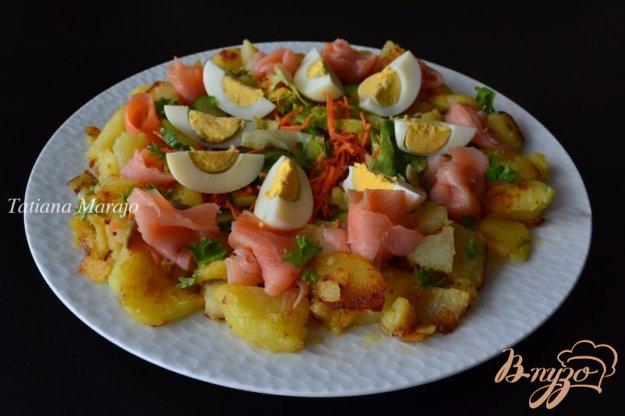 фото рецепта: Овощной салат с картофелем и копченой семгой
