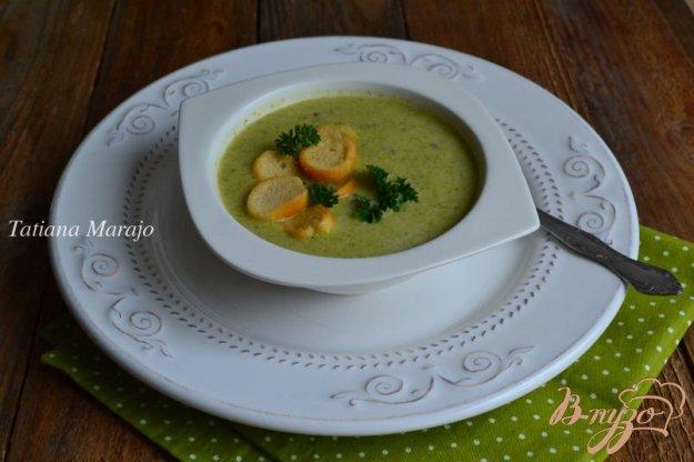 фото рецепта: Суп-пюре из брокколи с орешками кешью