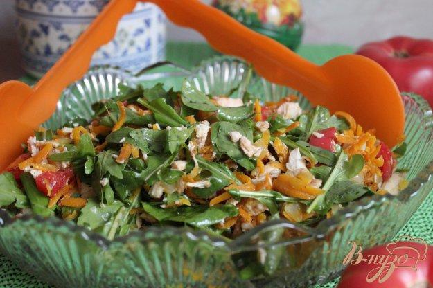 фото рецепта: Салат с вареной грудкой и рукколой