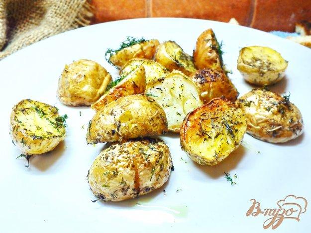 фото рецепта: Молодой картофель запеченый с имбирем и укропом