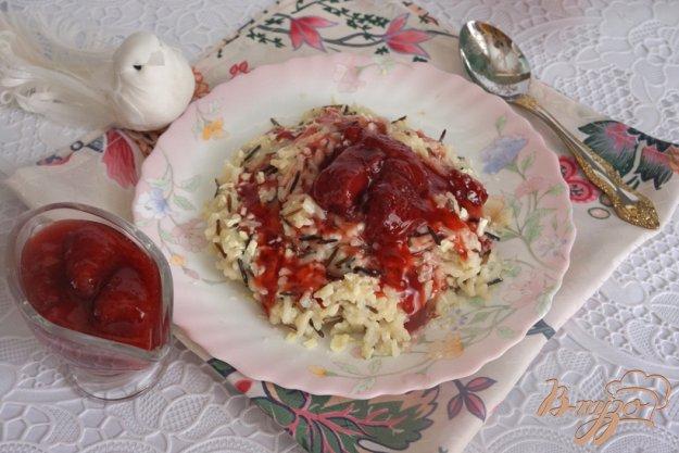 фото рецепта: Молочный рис с белым шоколадом и клубникой