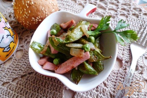 фото рецепта: Завтрак из молодого горошка и колбасы