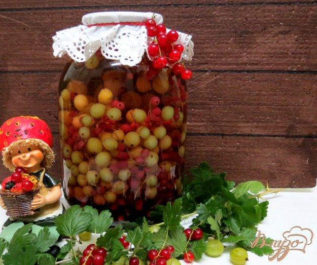 фото рецепта: Компот из крыжовника и смородины с мятой