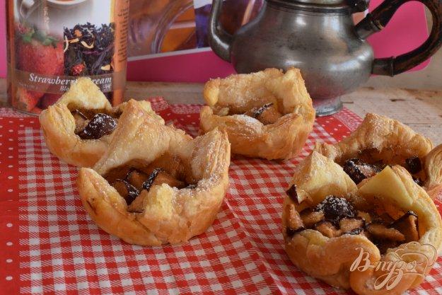 фото рецепта: Слойки с яблоками и корицей