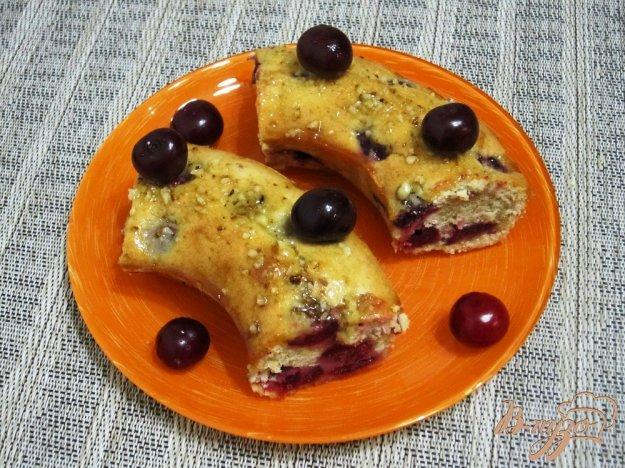 фото рецепта: Кекс с вишнями и глазурью
