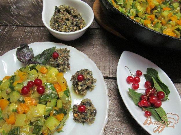 фото рецепта: Жаренные овощи с соусом песто