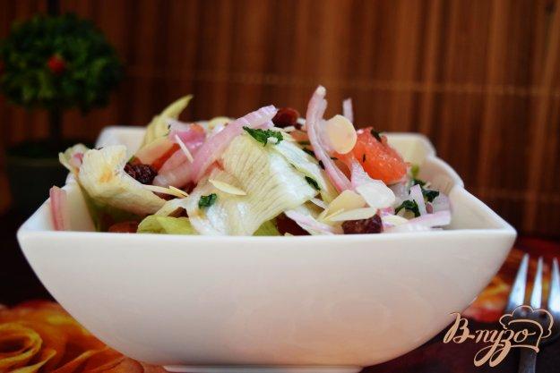 фото рецепта: Салат с грейпфрутом и луком