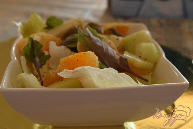 фото рецепта: Салат с апельсинами, дыней и оливками