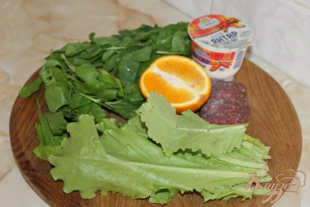 Салат с апельсином и сырокопченой колбасой