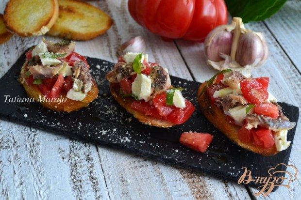 Брускетта с помидорами и сардинами
