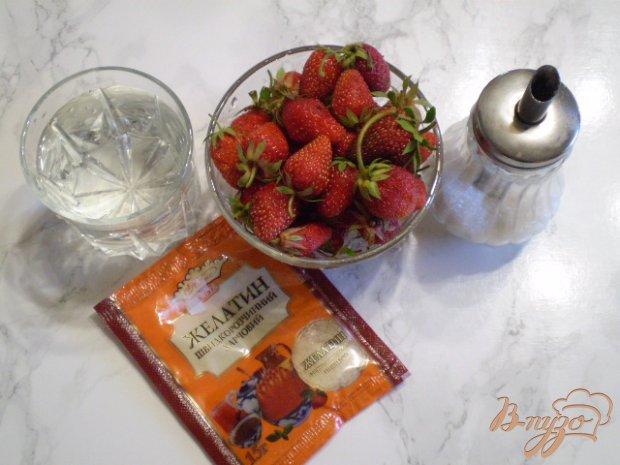 Желе с целыми ягодами клубники