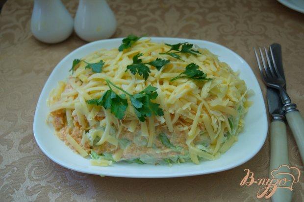 Салат с курицей и капустой слоеный