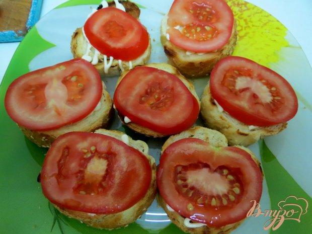 Гренки с помидорами и зеленью