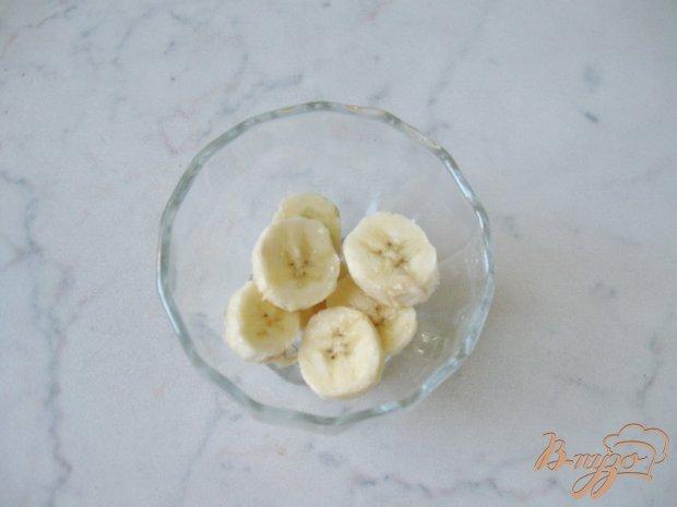 Десерт с клубникой и бананом