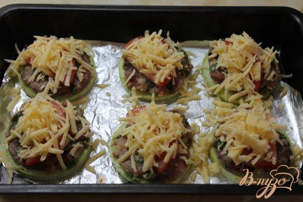 Запеченные кабачки с фаршем под сыром