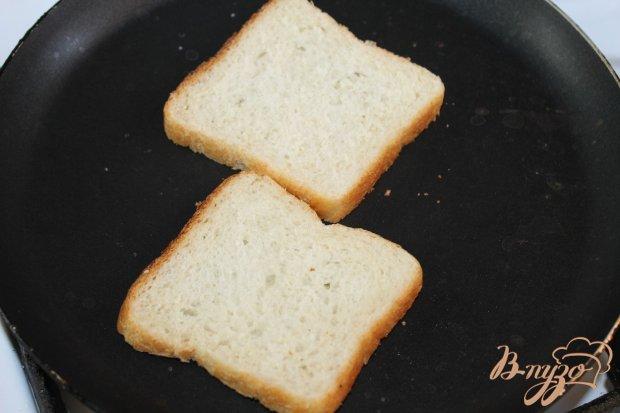 Тост с сырокопченой колбасой и сливочным сыром с овощами