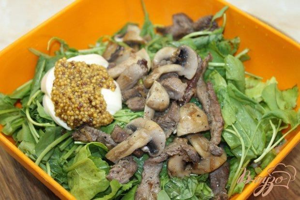 Салат с утиной грудкой и жареными шампиньонами