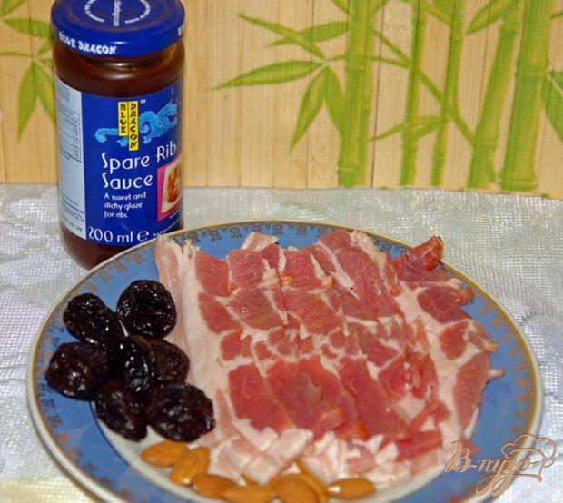 Рецепт Рулетики из чернослива в беконе