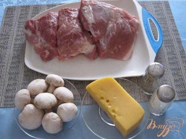 Рецепт Мясо с сыром и грибами в духовке