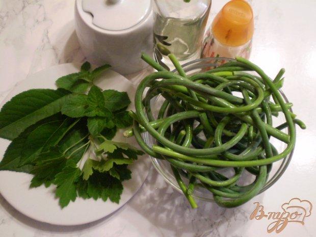 Рецепт Стрелки маринованные с мятой и листьями вишни
