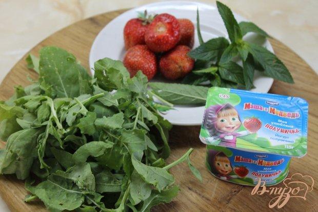 Рецепт Салат клубничный с мятой и йогуртом
