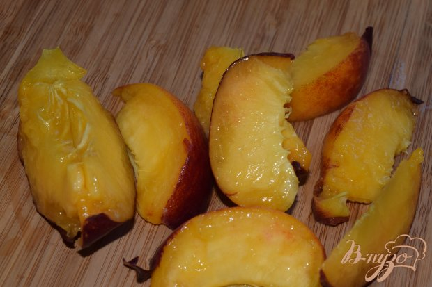 Рецепт Салат с персиком и помидором