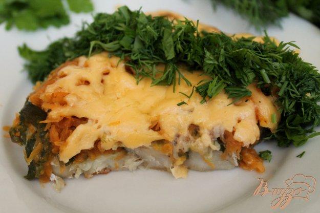 фото рецепта: Хек тушеный с овощами и сыром