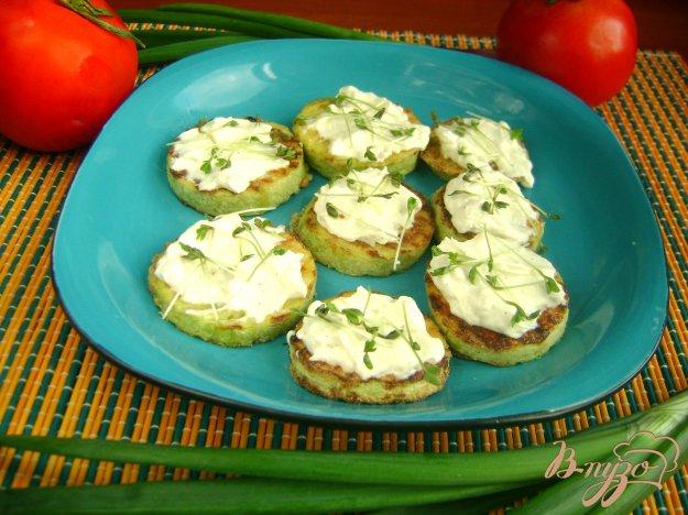 фото рецепта: Кабачки с творогом и кресс-салатом