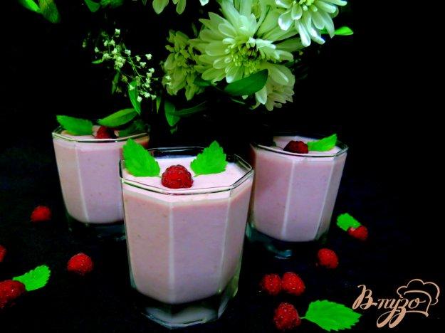 фото рецепта: Коктейль с творогом молоком и малиной