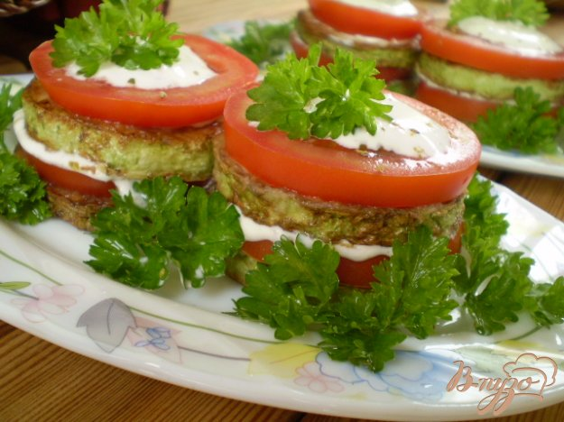 фото рецепта: Кабачковые башенки с томатами