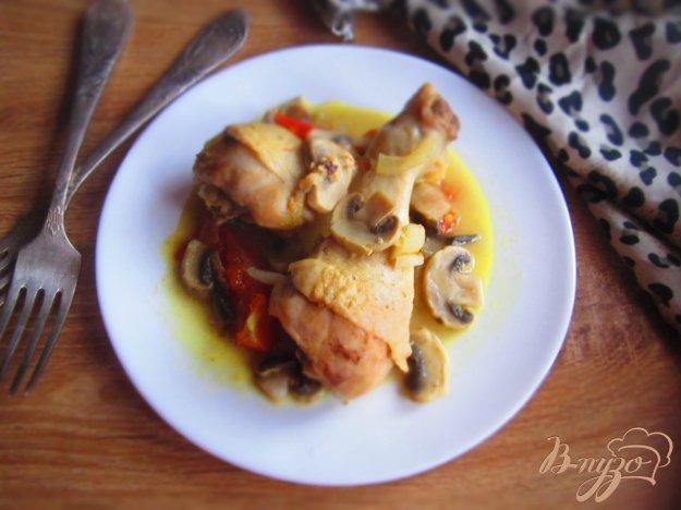фото рецепта: Куриные голени с грибами и помидорами