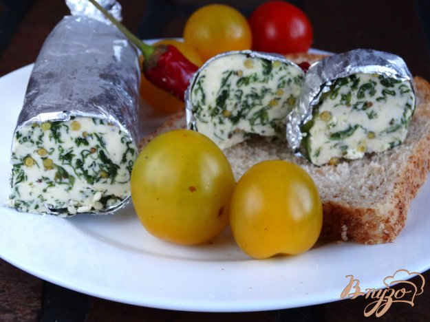 фото рецепта: Зеленое масло с рукколой и горчицей