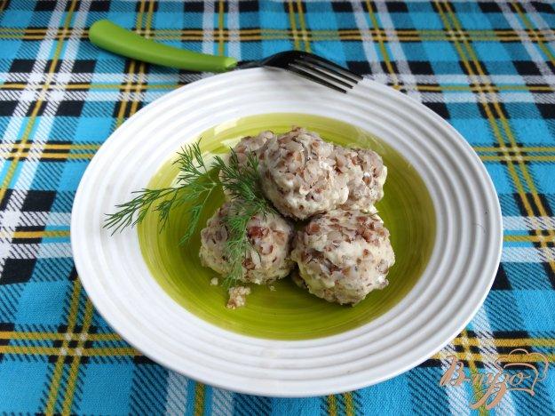 фото рецепта: Куриные тефтели с гречкой в мультиварке