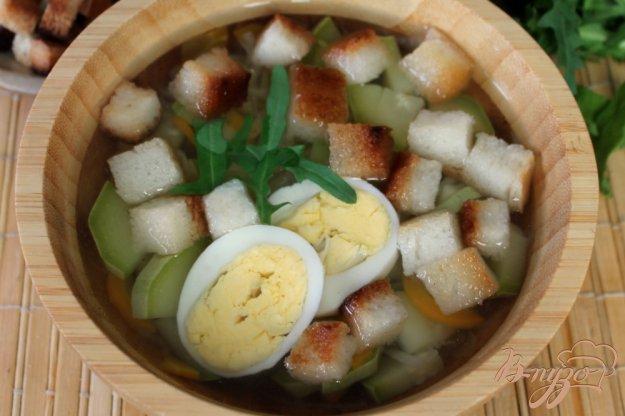 фото рецепта: Овощной суп с яйцом и сухариками