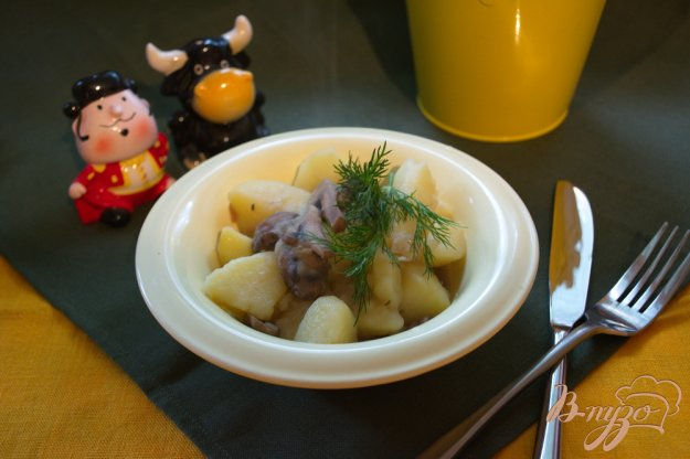 фото рецепта: Молодой картофель с шампиньонами (тушеный)