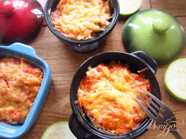 Курка запечена з овочами в томатному соусі. Як приготувати з фото