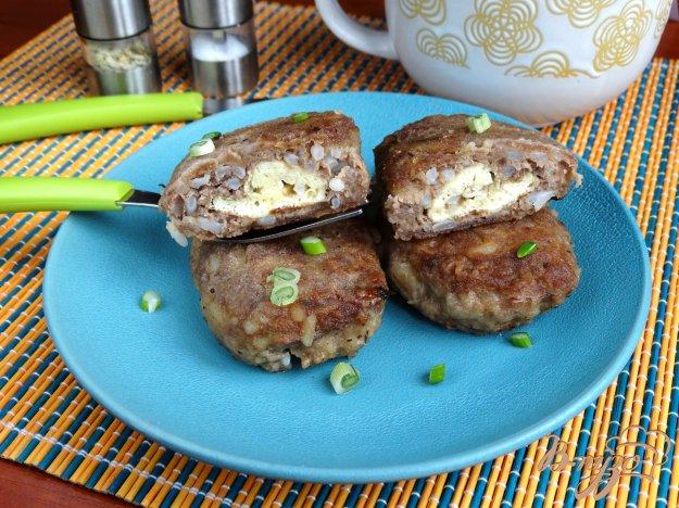 фото рецепта: Индюшиные тефтели с омлетной начинкой