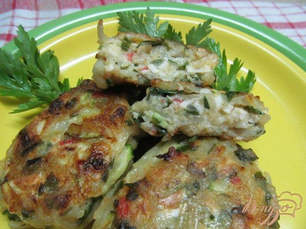 фото рецепта: Котлеты из кабачка и крабовых палочек с вермишелью