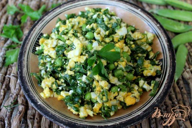 фото рецепта: Салат с зеленым луком, яйцом и брынзой