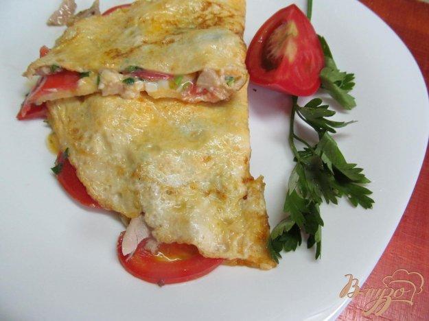 фото рецепта: Омлет с помидором и курицей